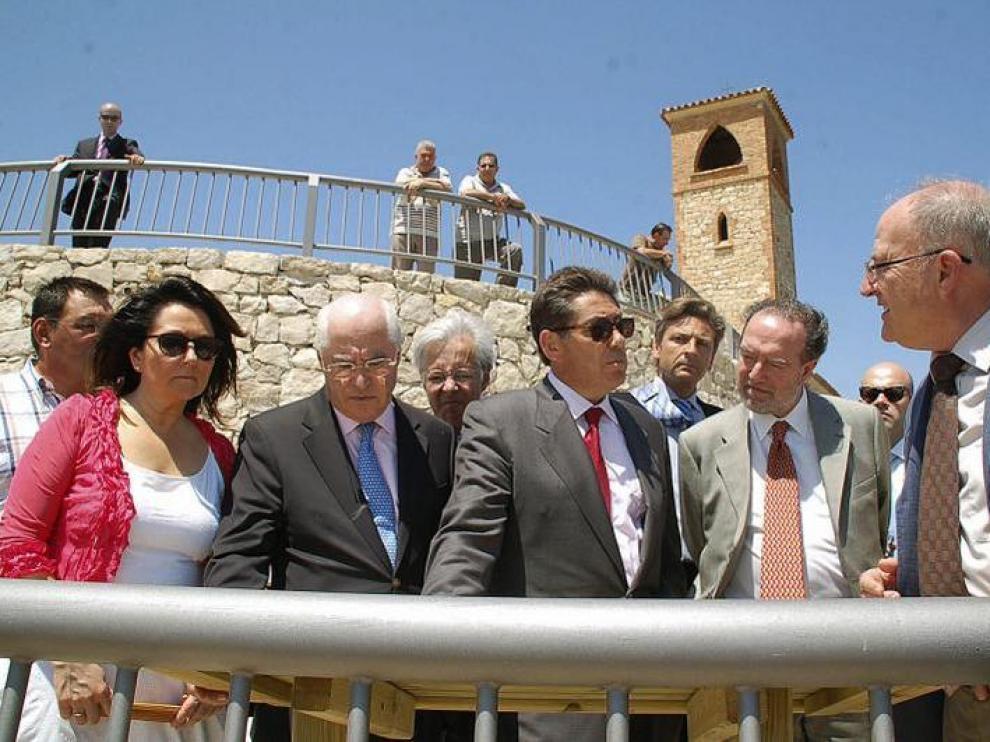 Autoridades en el mirador del Ebro, durante la inauguración.