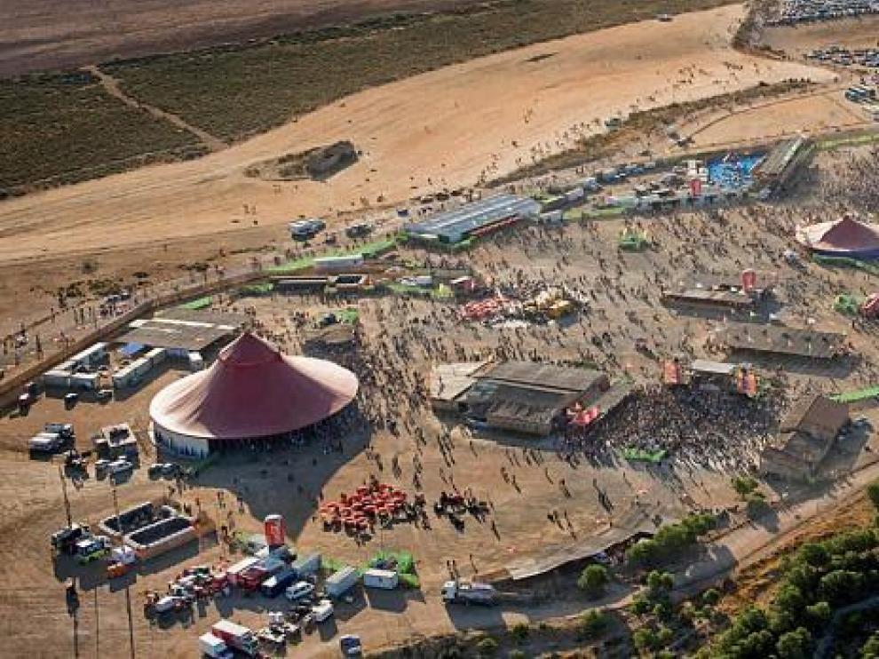 Las carpas y los escenarios del Monegros Desert Festival del año pasado, que congregó a más de 40.000 personas.