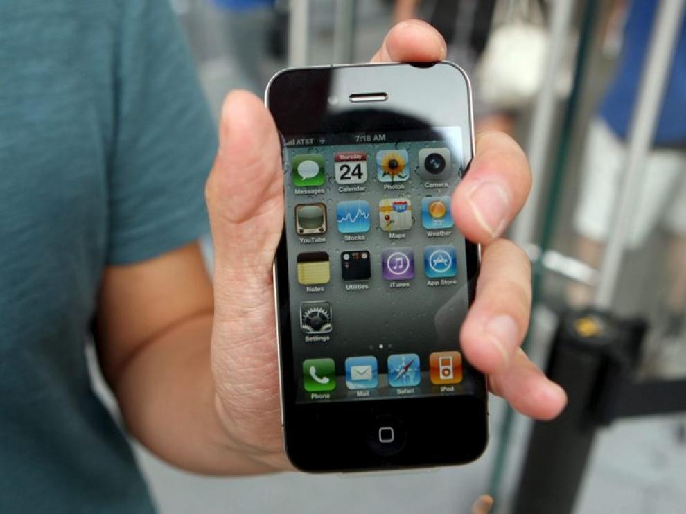 Apple admite los problemas del iPhone 4