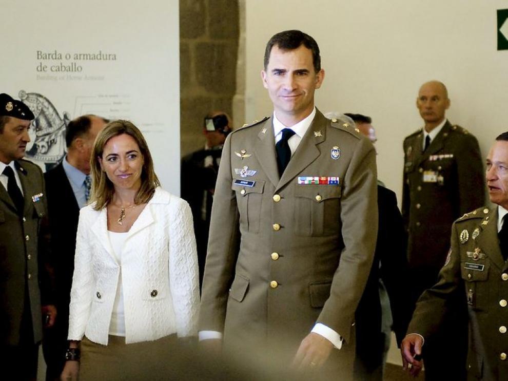 El Príncipe de Asturias, acompañado por la ministra de Defensa, Carme Chacón, en la inauguración del Museo del Ejército.