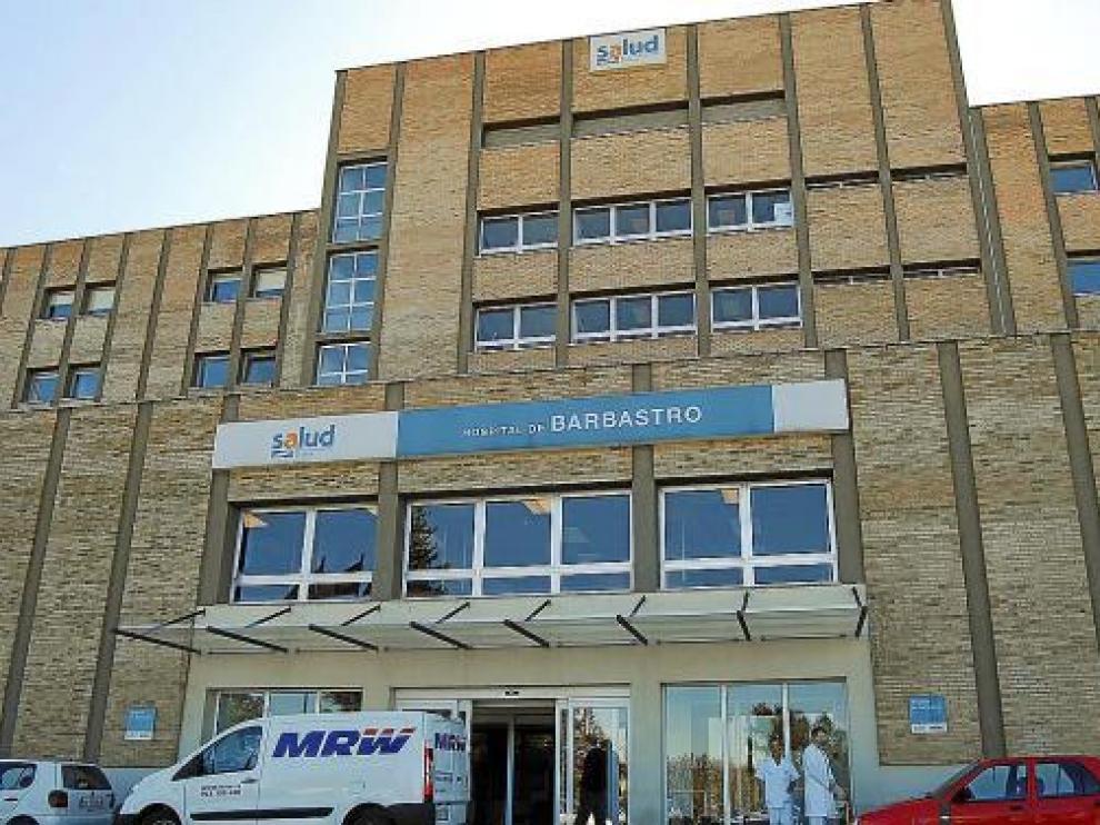 Fachada principal del Hospital de Barbastro, foto de archivo.