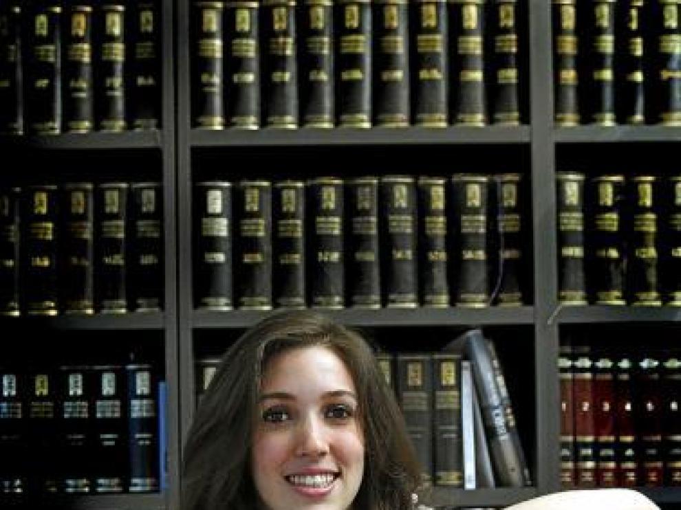 Carmen está acostumbrada a vivir entre libros.