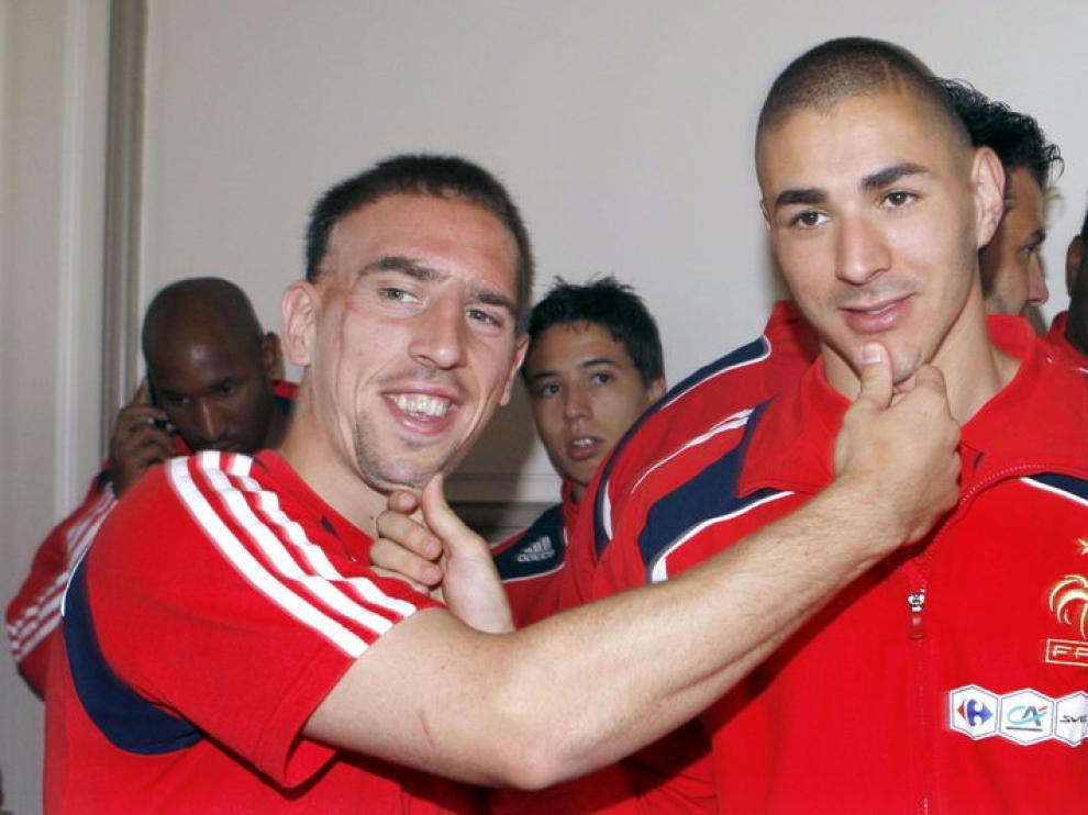 Ribéry y Benzema bromean durante una concentración de la selección francesa