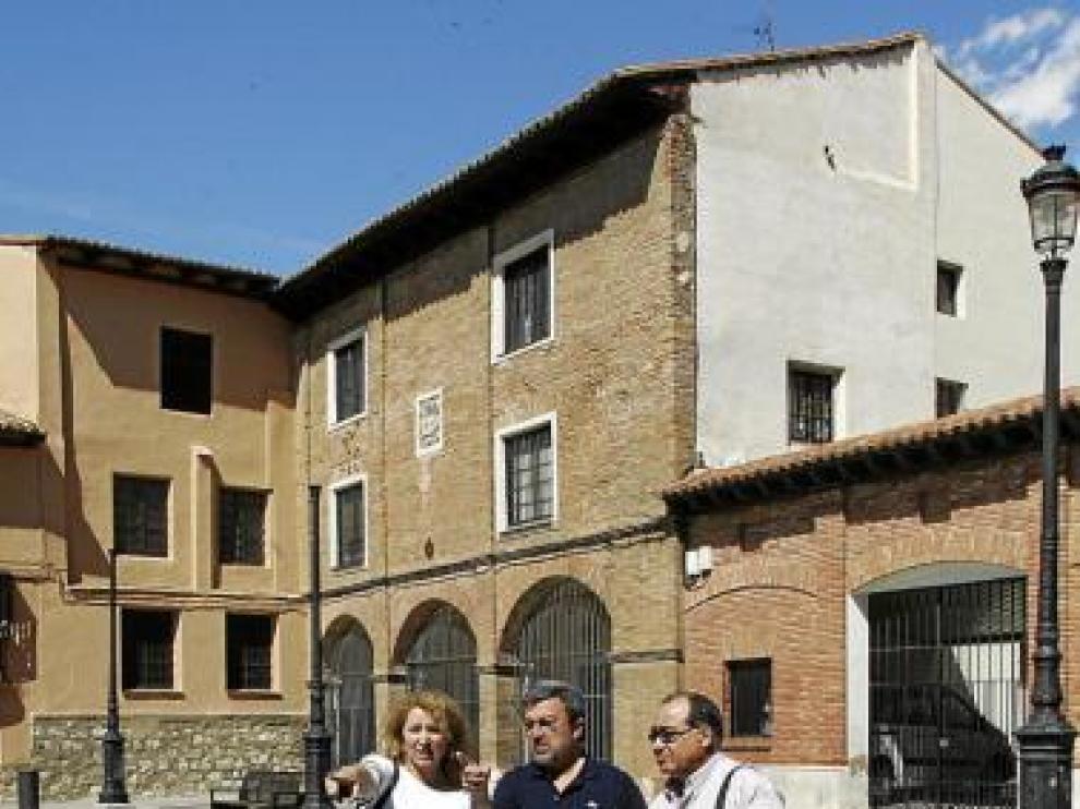 Catalán -a la izquierda-, Ferrer y López, en la plaza.