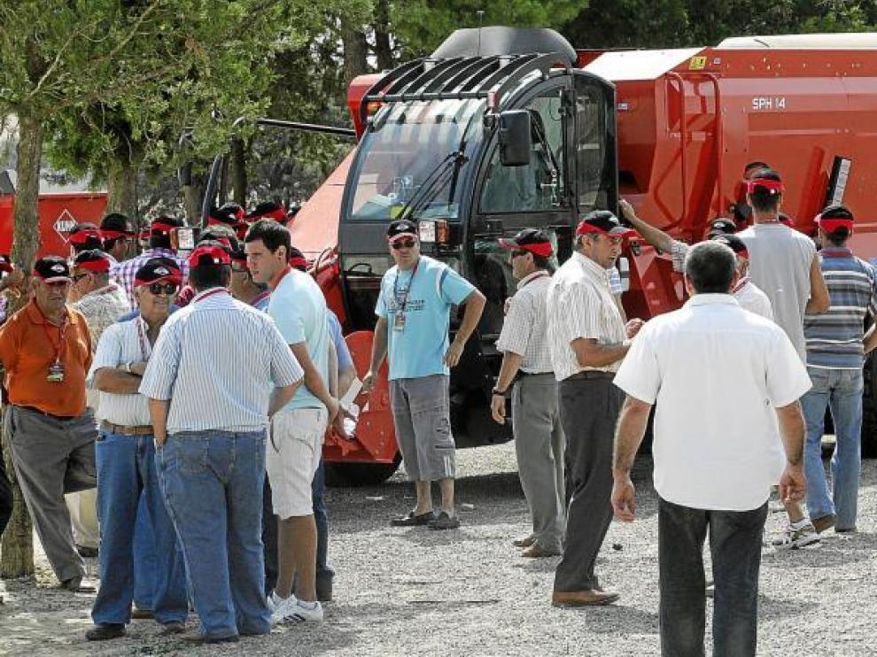 La multinacional Khun, cuya filial española se encuentra ubicada en Huesca, reunió el miércoles en el Castillo de San Luis a 700 agricultores para su demostración.