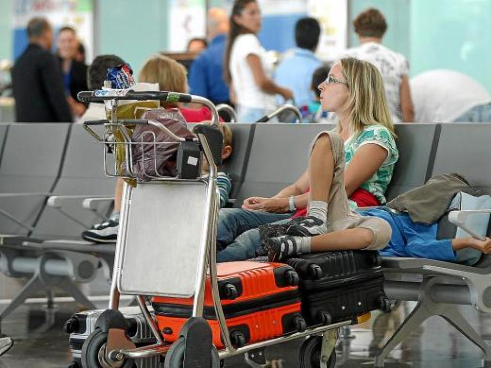 El aeropuerto de El Prat se ha visto afectado también por el paro en Francia.