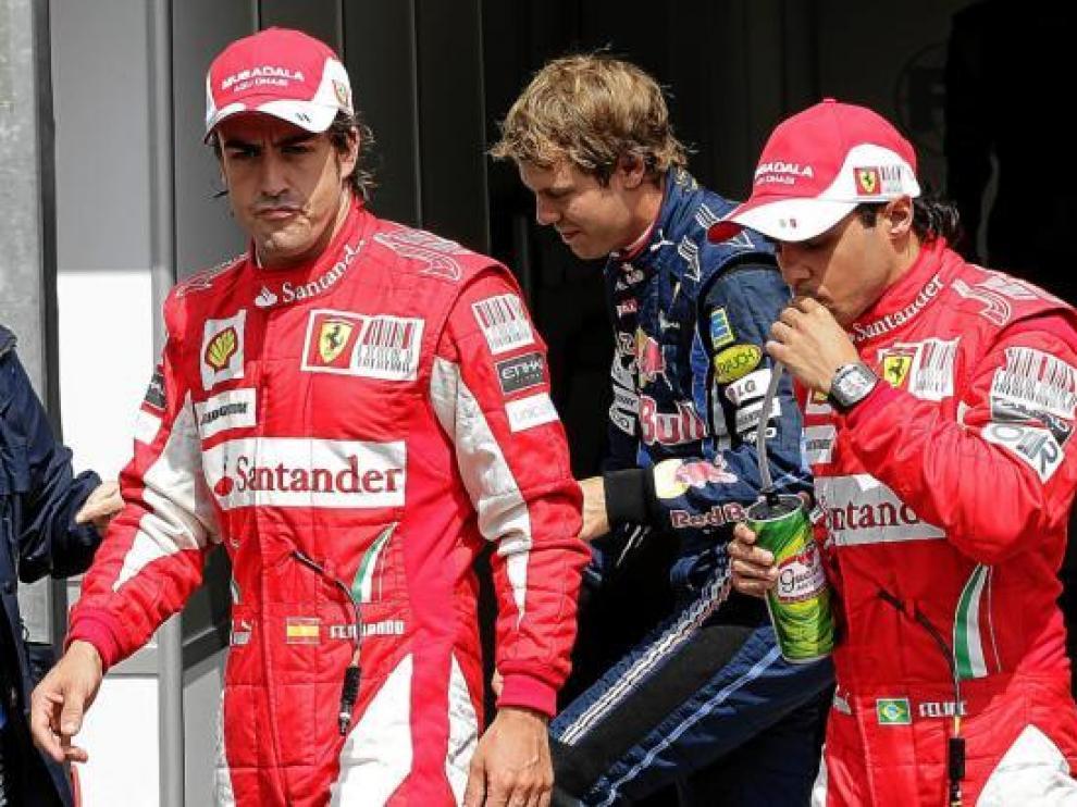 Alonso, junto a Vettel y a su compañero Massa.
