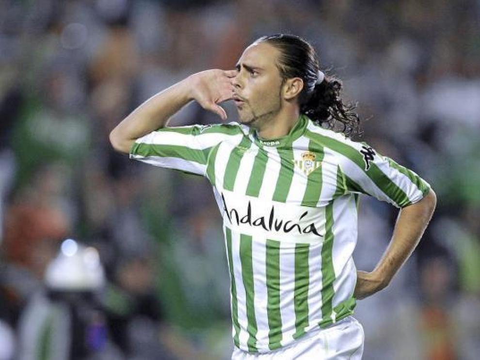 Sergio García celebra un gol con el Real Betis.