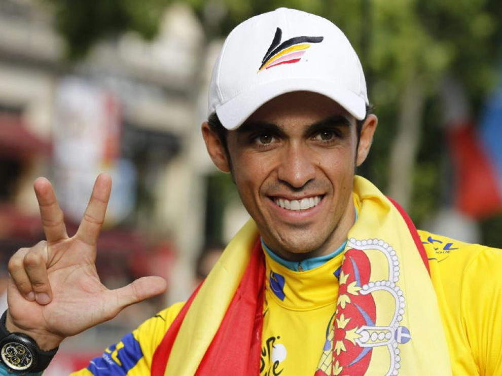 El ciclista español en el podio de París