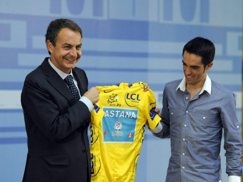 Zapatero junto a Contador.