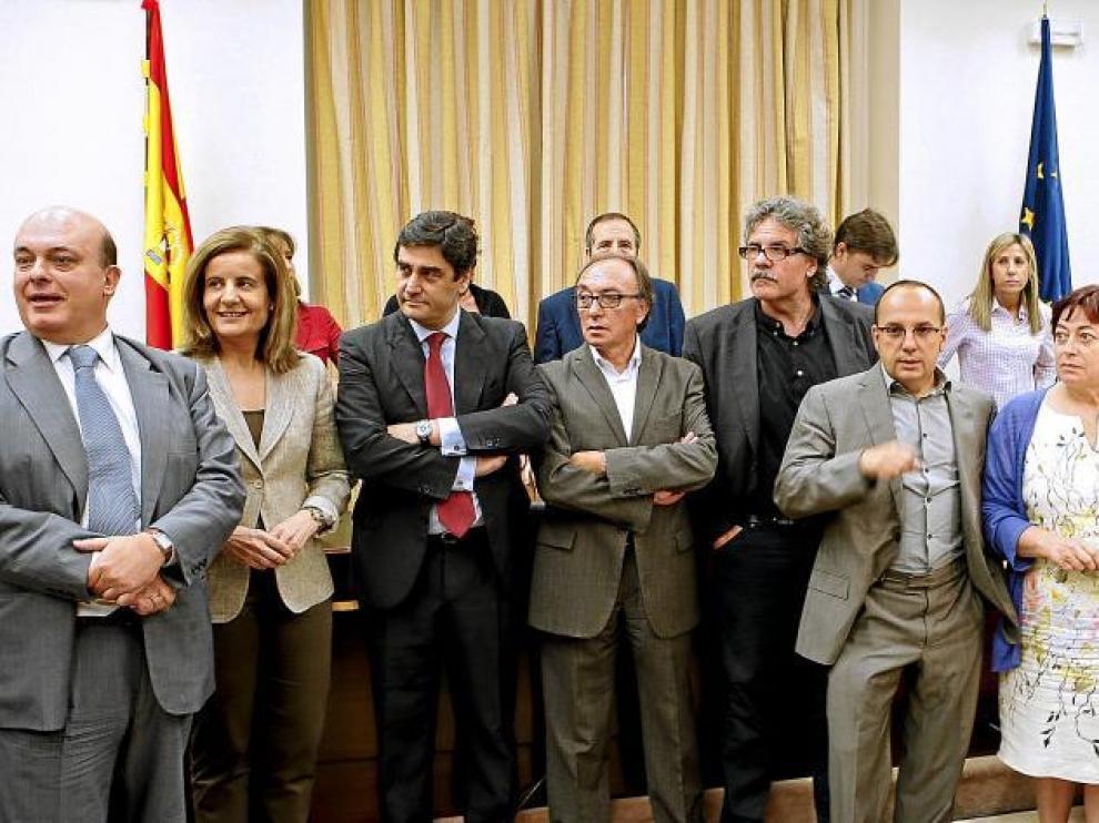 Representantes de los partidos políticos, antes de la reunión de la comisión de Trabajo del Congreso.