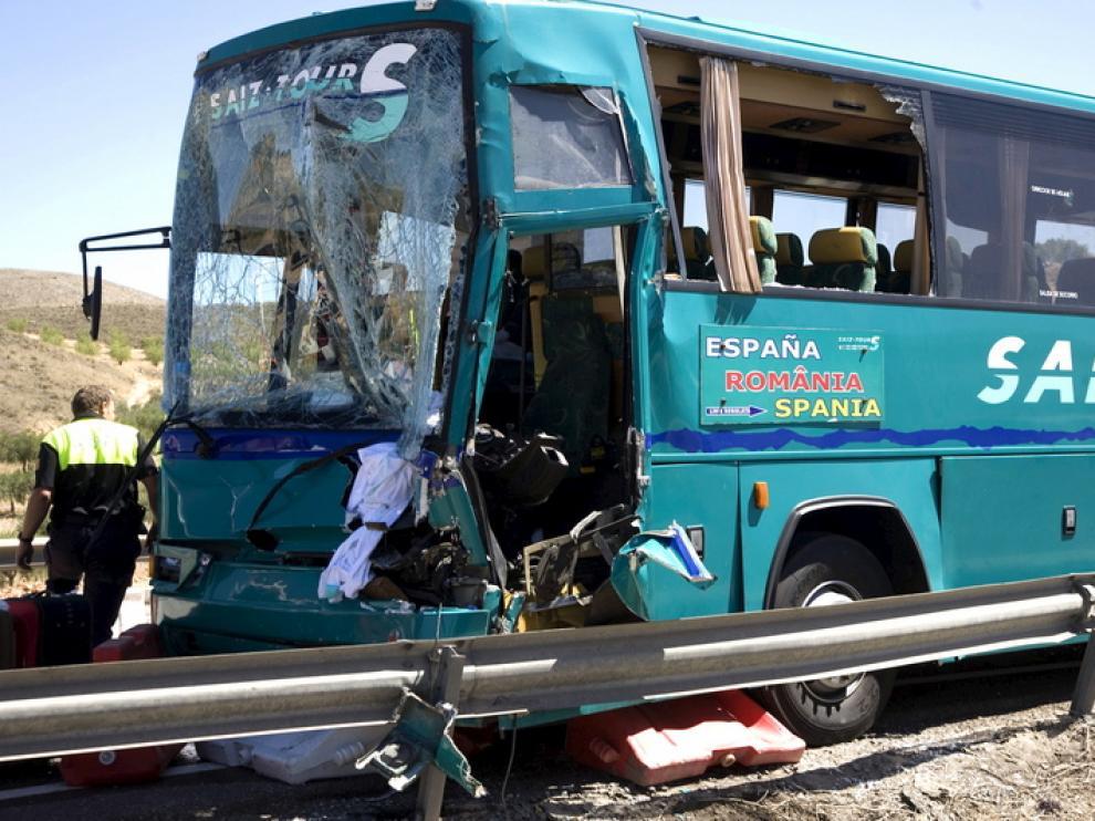 Foto del autobús siniestrado.