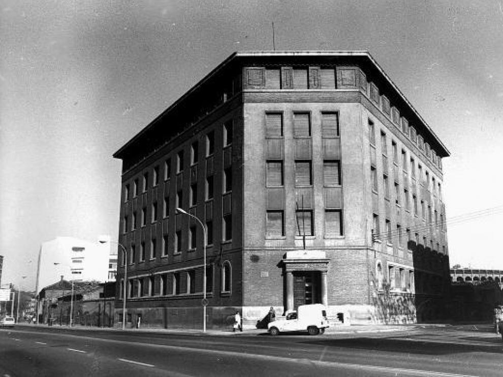 Edificio de la Maternidad provincial, en el paseo de María Agustín, que se abandonó en 1981.