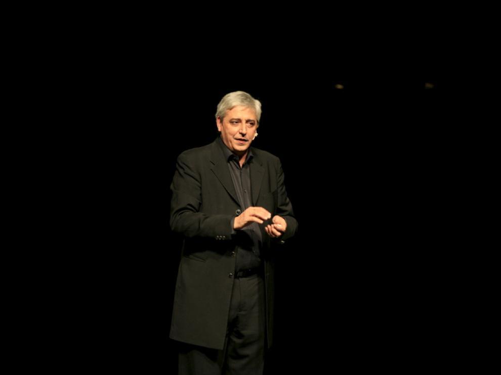 Anthony Blake durante una actuación, imagen de archivo.
