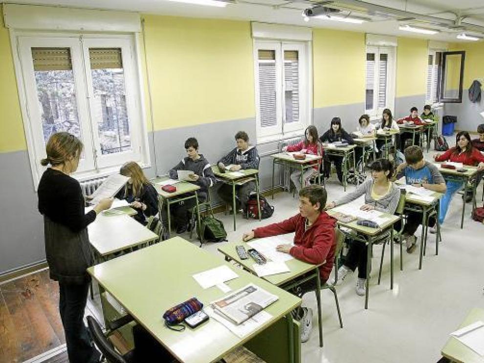 Alumnos del Miguel Catalán, durante una prueba de evaluación para medir su nivel.