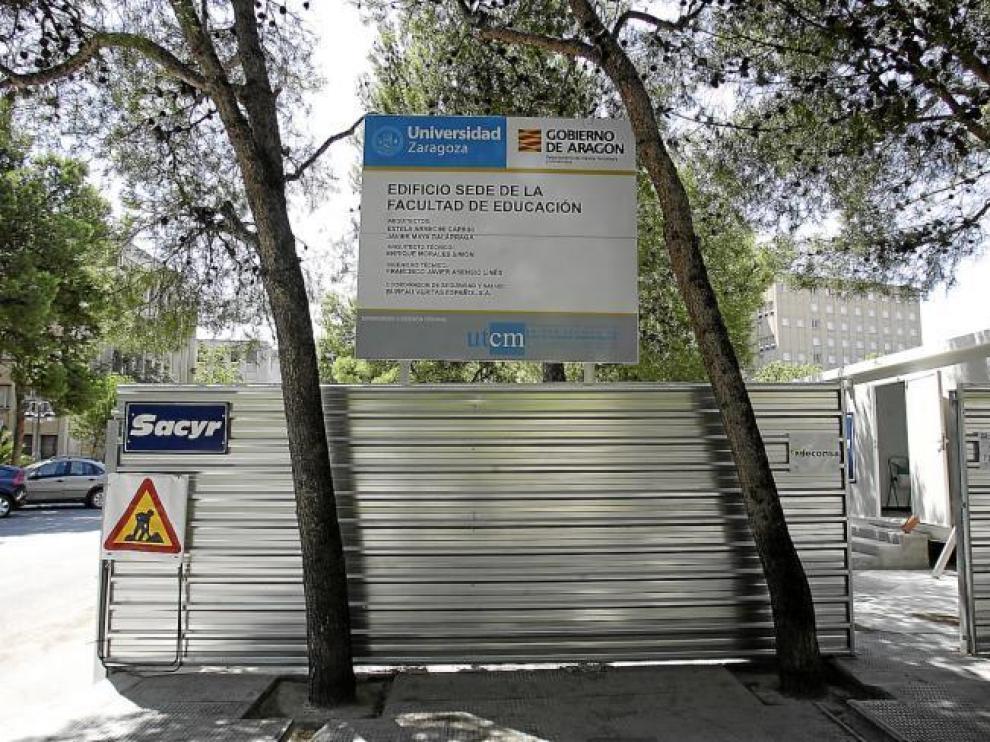 El solar de la nueva facultad de Educación ya ha sido vallado.