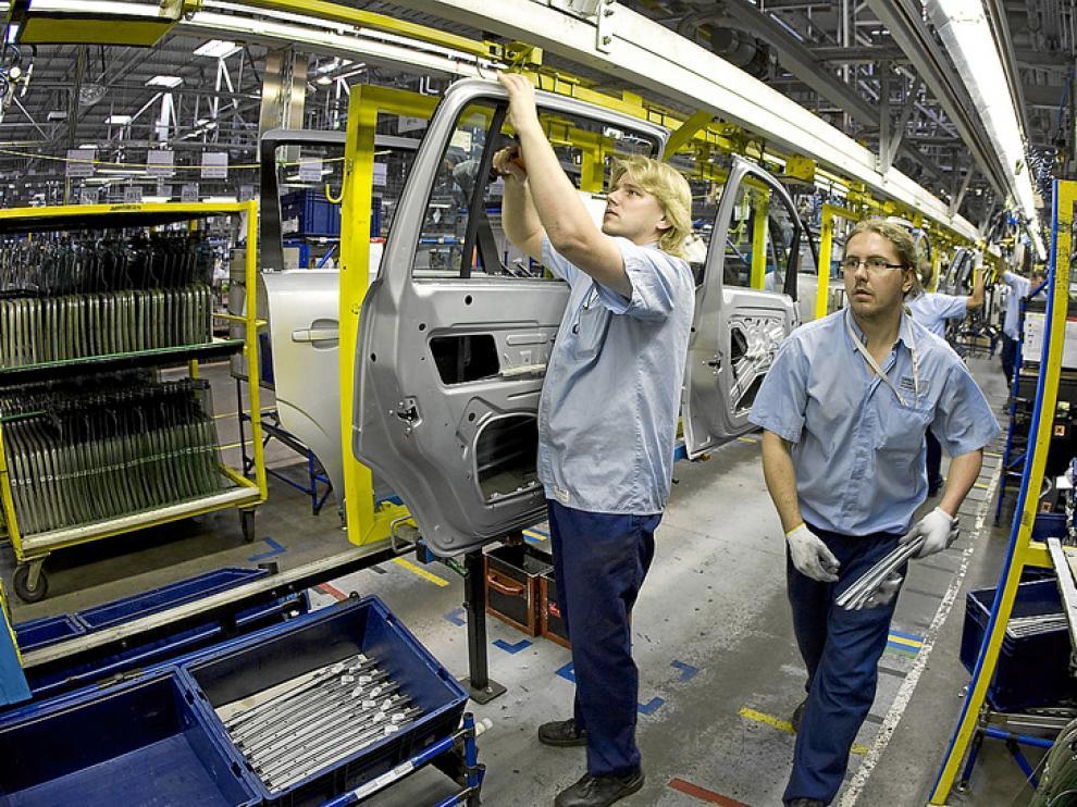 Imagen de archivo de operarios de la factoría de General Motors en Gliwice (Polonia)