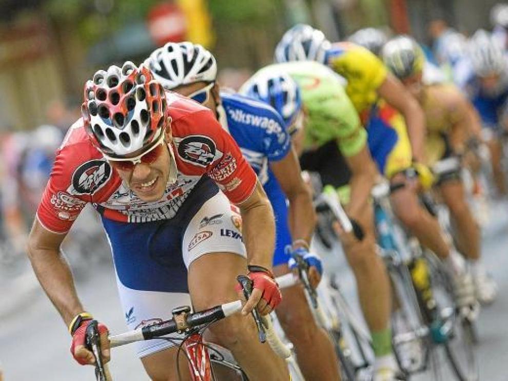 Los corredores sufrieron el cierzo en una carrera que finalizó al sprint, ayer en Las Fuentes.