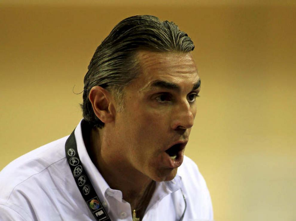 Sergio Scariolo, el entrenador del combinado nacional da sus instrucciones