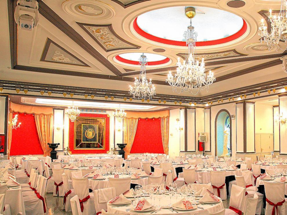 El salón de banquetes del restaurante Eliseos mantiene el ambiente de su época inicial.