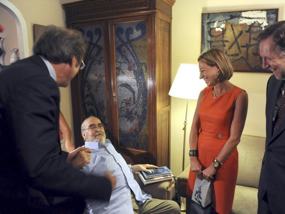 Los ministros y el presidente de Aragón junto a Labordeta