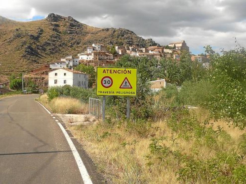 Santiago envía esta foto donde se ve el cartel que señaliza el paso de cebra que todavía esperan en Purroy.
