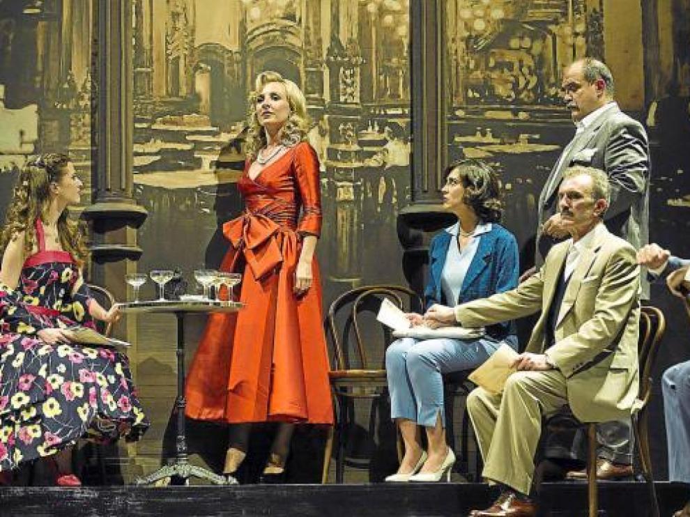 Un momento de un ensayo de 'Amar en tiempos revueltos', ayer, en el Teatro Principal.