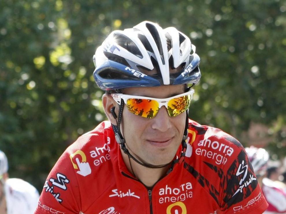 El último ganador de la Vuelto, Vincenzo Nibali, con el jersey rojo de campeón