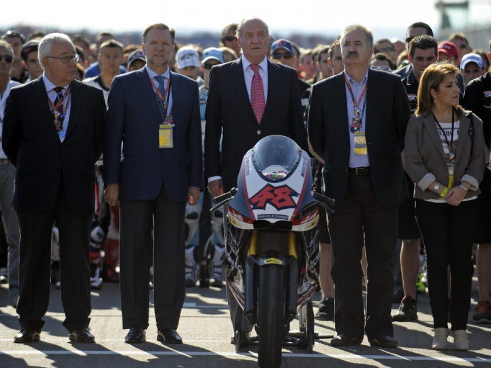 Minuto de silencio en Motorland, con la presencia del Rey don Juan Carlos