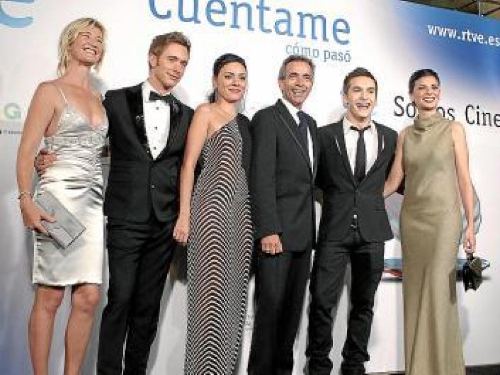 Los actores de la serie en su estreno en San Sebastián.