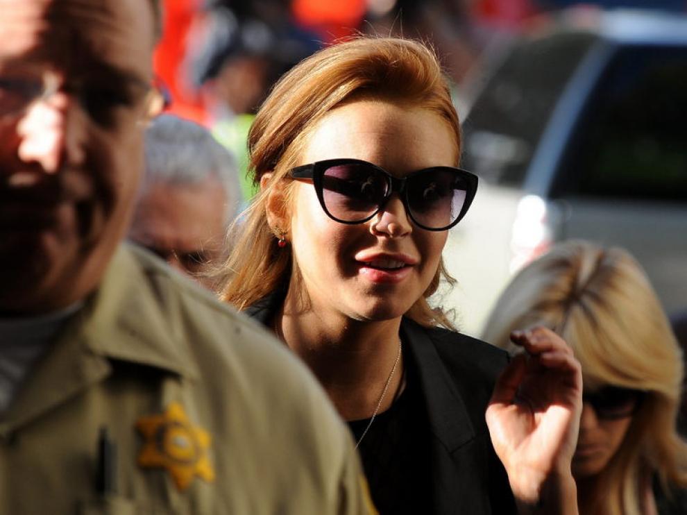 Lindsay Lohan llegando a un juzgado.