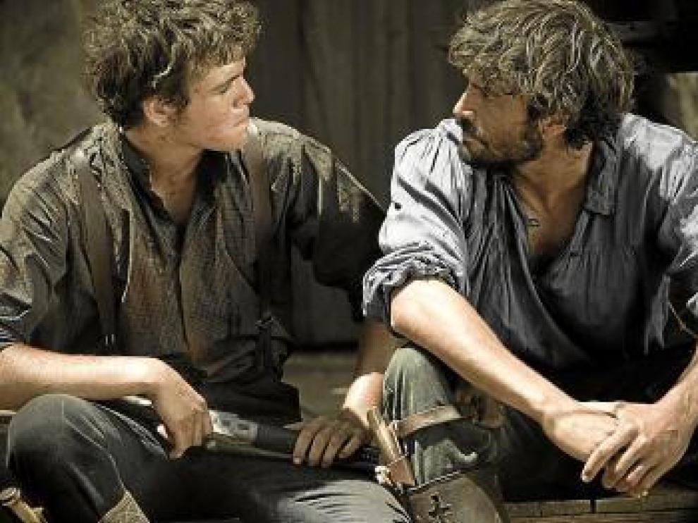 Junio Valverde (izda.) y Álex García, en 'Tierra de lobos'.