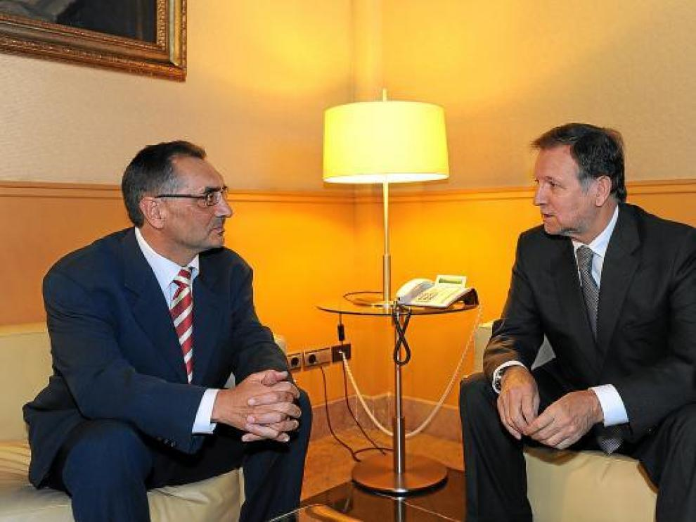 El director de GME, Antonio Cobo durante una reunión con el presidente aragonés Marcelino Iglesias