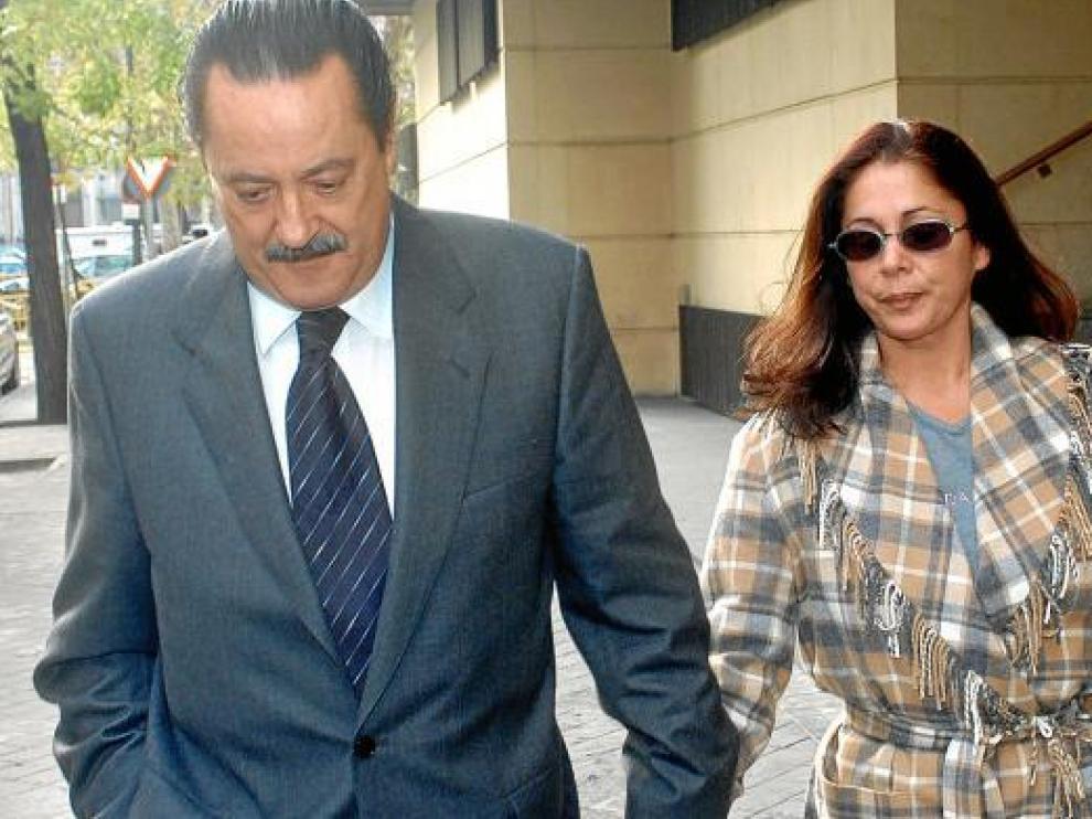 Imagen de archivo de Julián Muñoz e Isabel Pantoja juntos en diciembre de 2003.
