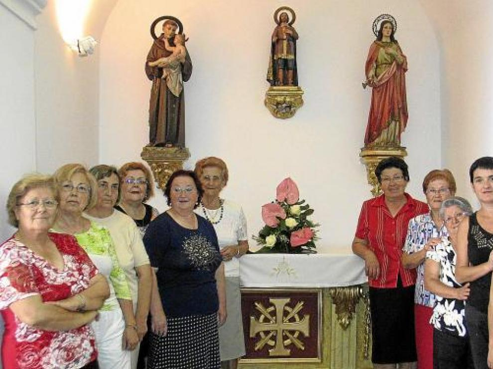 La iglesia de Algayón, en cuya restauración colaboraron las amas de casa, se reabrió en mayo.