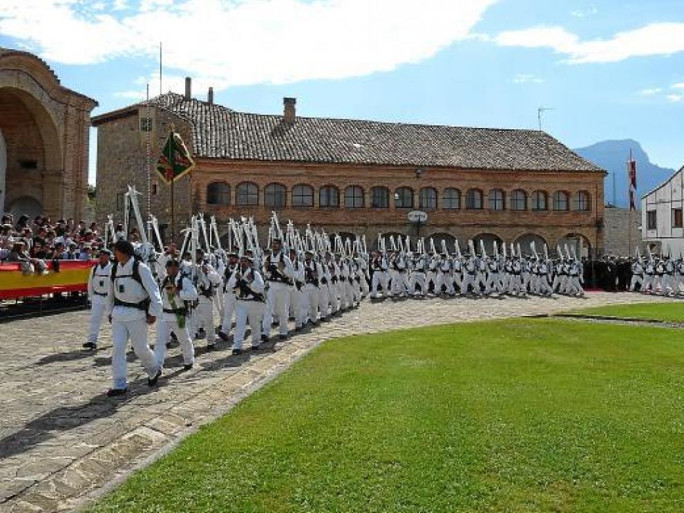 Durante el desfile de las tropas, acto que tuvo lugar en el patio interior de la Ciudadela de Jaca.