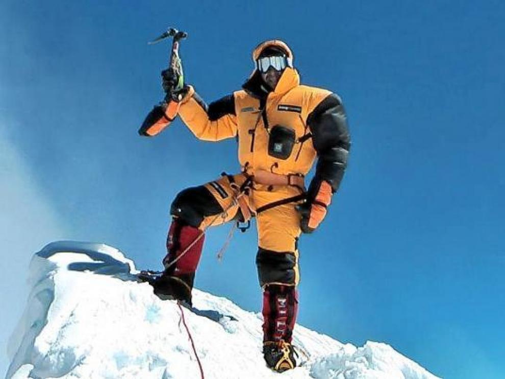 Carlos Pauner en la cima del Manaslu, su última azaña