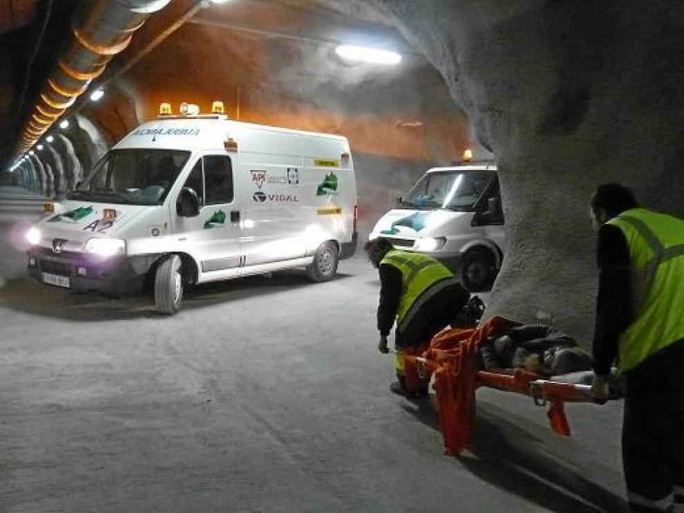 El ejercicio movilizó a más de cien profesionales de servicios de emergencia de España y Francia.