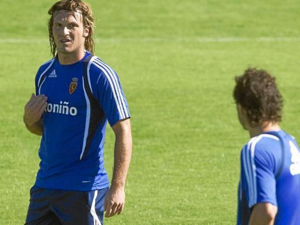 Lanzaro mira a Contini en un entrenamiento reciente. Buscan la sintonía perfecta para Bilbao.