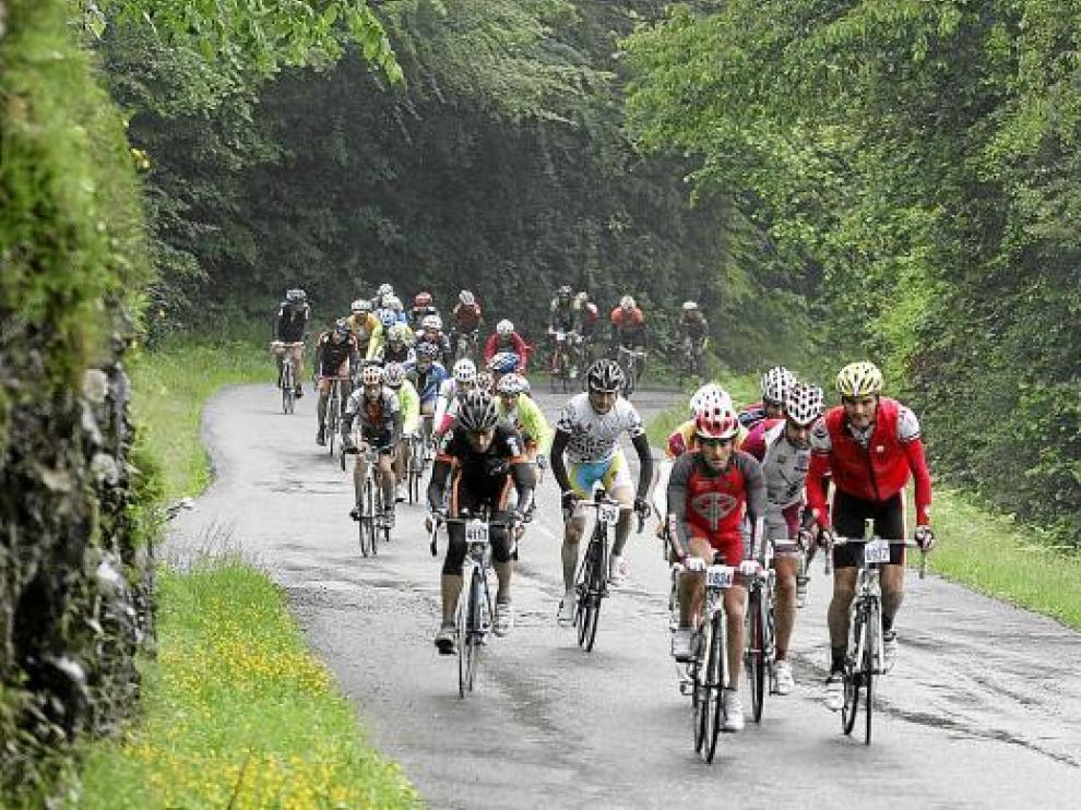 Un grupo de cicloturistas en la última edición de la Quebrantahuesos.