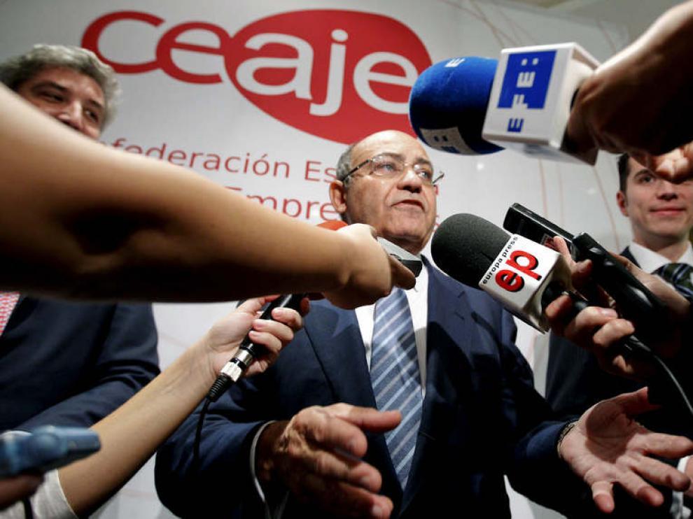 Gerardo Díaz Ferrán, atendiendo a los medios