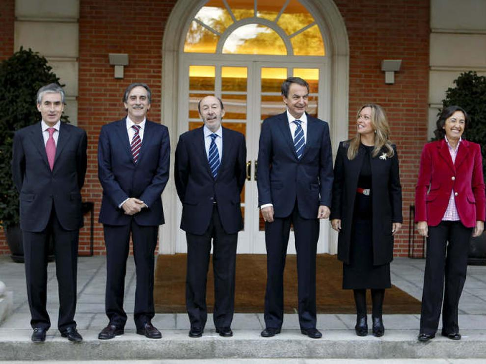 Zapatero, con los nuevos ministros de su Ejecutivo