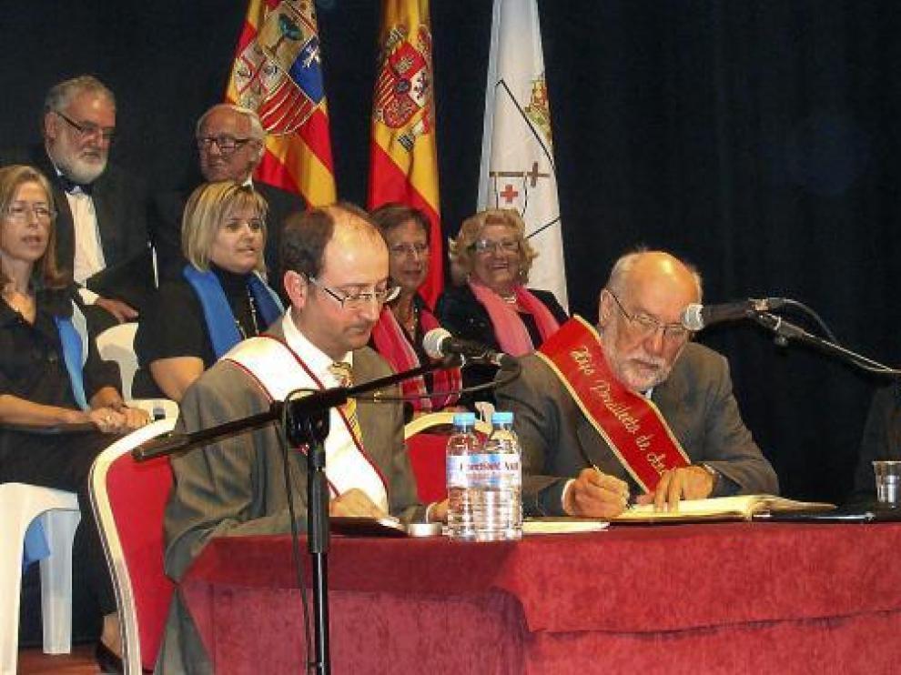 Eloy Fernández Clemente recibió ayer la distinción de hijo predilecto de Andorra.