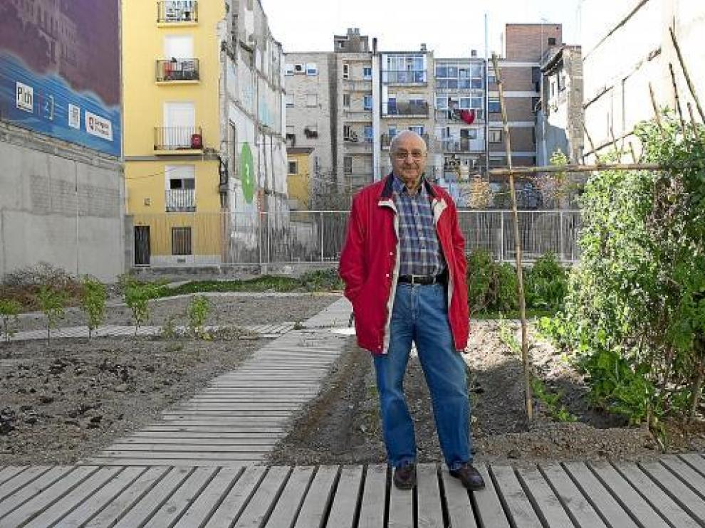 Florencio Laína, en el huerto de la calle de Las Armas, dentro del proyecto Estonoesunsolar.