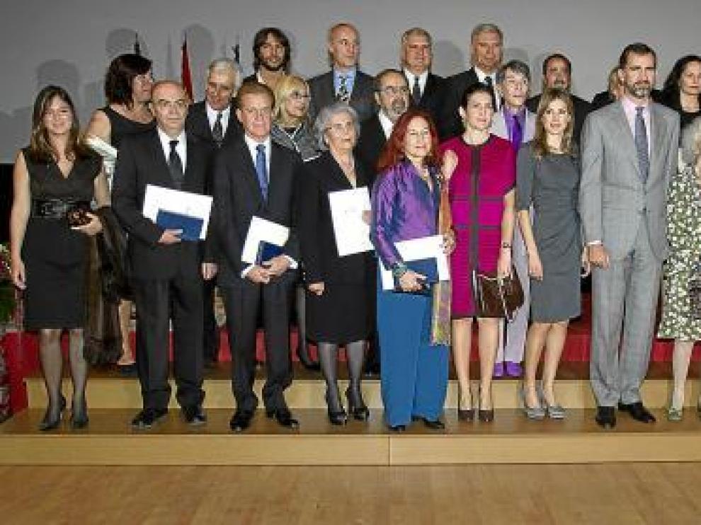 Los galardonados posaron junto a los Príncipes de Asturias y la ministra de Cultura, tras la ceremonia.