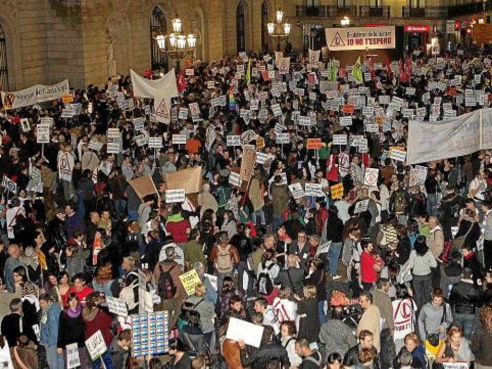 Imagen de la concentración llevada a cabo anoche en Barcelona contra la visita del Papa.
