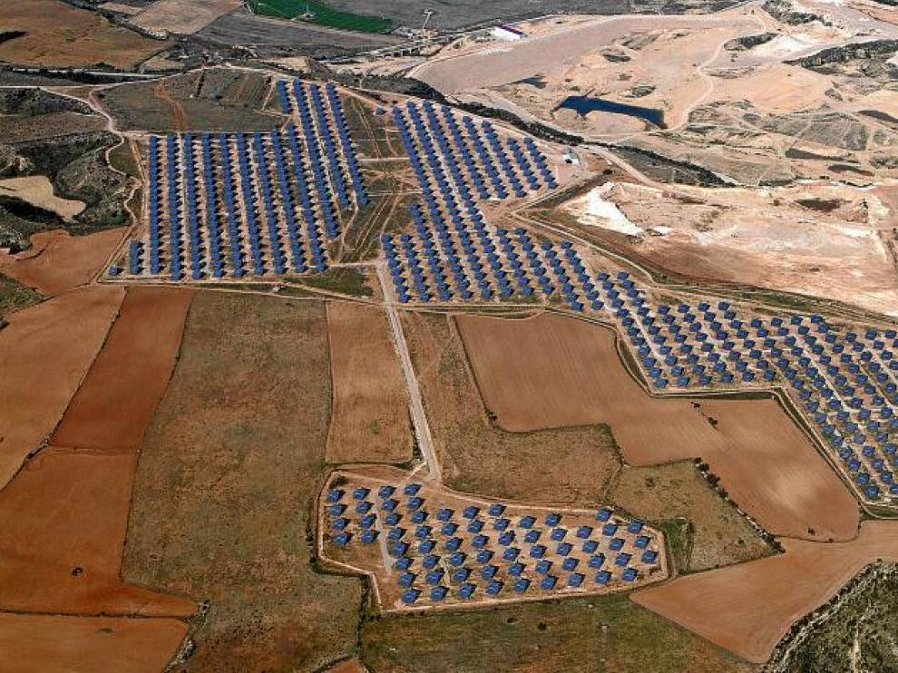 Vista aérea del parque de energía fotovoltaica de Lasesa.