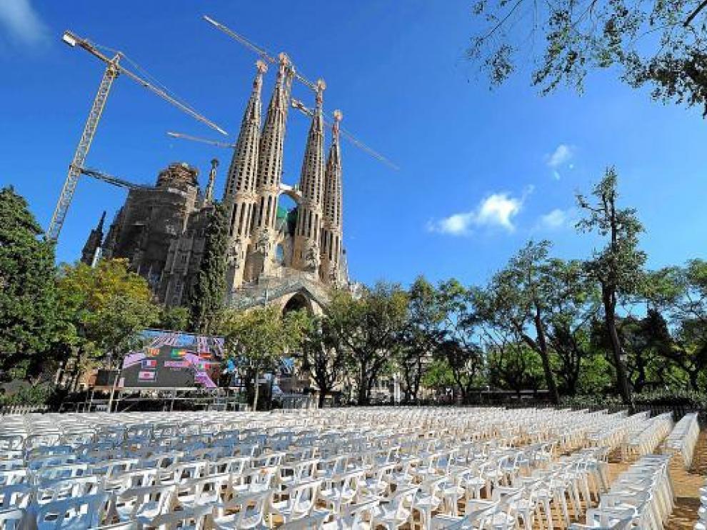 Se espera que 36.000 personas sigan la ceremonia desde el exterior de la Sagrada Familia.