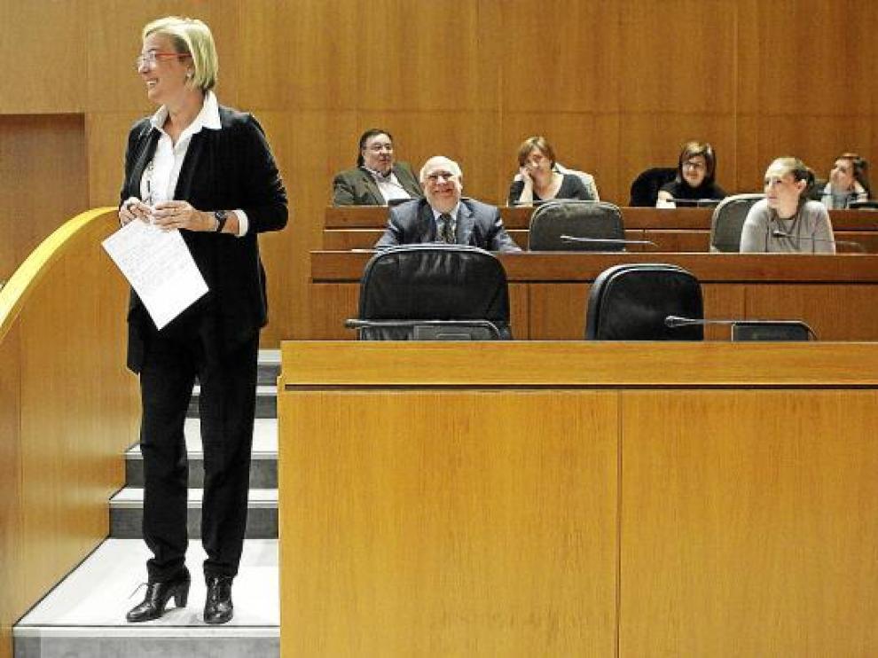 La consejera de Presidencia, Eva Almunia, ayer, en las Cortes.