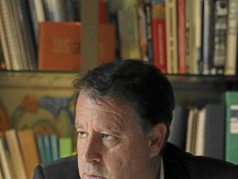 Jerónimo Blasco, en su despacho, durante la entrevista.